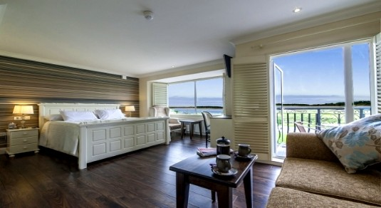 Master suite in Sea Breeze Lodge